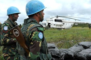 un_peacekeepers_in_south_sudan_with_one_of_their_helicopters_unmiss_